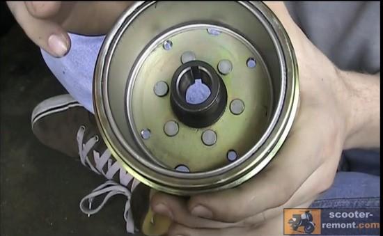 Как установить генератор скутера после разборки двигателя
